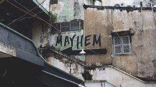 ブラック企業、恐ろしい廃墟の壁