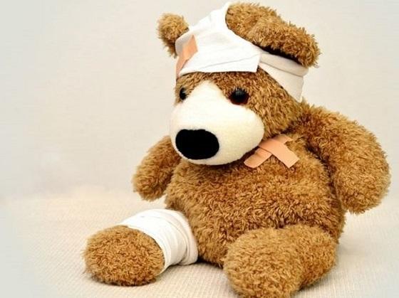 人身傷害保険、怪我したくまのぬいぐるみ